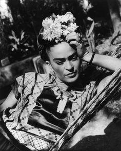 Frida Kahlo | 22 Mujeres latinas que hicieron historia