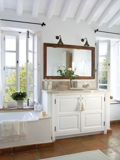 Inspiring Interiors: Country House in Malaga Bad Inspiration, Bathroom Inspiration, Interior Inspiration, Bathroom Inspo, Laundry Room Bathroom, Master Bathroom, Mirror Bathroom, Wood Mirror, White Bathroom