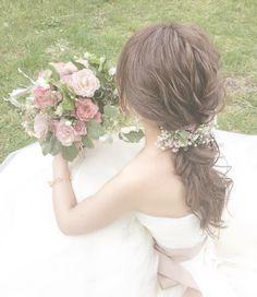 低めの位置で結ぶローポニーテールの花嫁ヘアカタログ   marry[マリー]