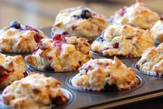 Looking for a Strawberry-Blueberry Muffins recipe? Get great family cooking recipes for kids and adults. Recipes for Strawberry-Blueberry Muffins are great to make with the whole family. Raspberry And White Chocolate Muffins, Pumpkin Chocolate Chip Muffins, Blue Berry Muffins, Strawberry Blueberry, Choc Muffins, Strawberry Muffins, Mini Muffins, Breakfast And Brunch, Breakfast Recipes
