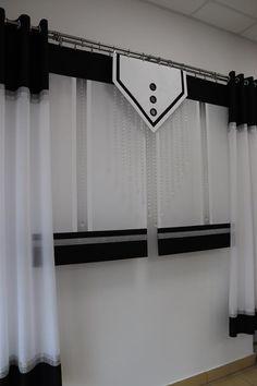 Biało - czarna firana, złożona z pięciu elementów. Zawiera dwie zasłony, dwa ekrany, oraz główny panel ozdobny wraz z koralikami. Przy takich złożonych firanach, możemy swobodnie nimi manewrować, zmieniając ich ukłąd.  #ekrany#panele#zasłony#firany#koraliki Sky Shop, Luxury Bedroom Design, Entry Gates, Luxurious Bedrooms, Window Curtains, Window Treatments, Living Room Decor, Paper Crafts, Windows
