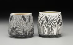 Amber inside, black and white outside. Pottery Mugs, Ceramic Pottery, Pottery Art, Ceramic Bowls, Ceramic Art, Sgraffito, Pottery Designs, Painted Pots, Pottery Painting