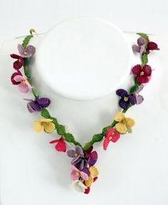Rengarenk çiçek motifli iğne oyası bayan takı modeli