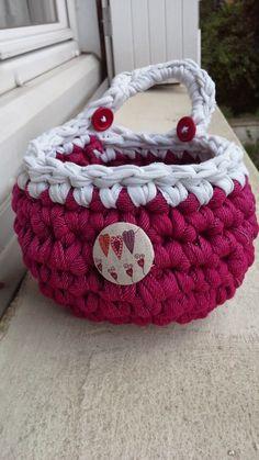 Crochet Home, Crochet Gifts, Crochet Yarn, Chrochet, Unique Crochet, Love Crochet, Cotton Cord, Button Art, T Shirt Yarn
