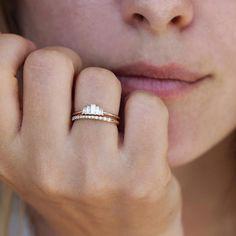 Five Baguette Diamonds Engagement Ring in a set  diamondringsdesign  Guldringar 2ee2751cbf436