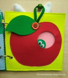 Worm in apple quiet book page Diy Quiet Books, Baby Quiet Book, Felt Quiet Books, Quiet Book Templates, Quiet Book Patterns, Baby Crafts, Felt Crafts, Diy And Crafts, Sensory Book