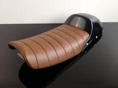 Cafe-Racer, Scrambler SEAT, Honda CX500, black leather, white stitching, pillion cover
