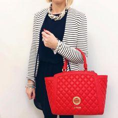 Shopper Love Moschino Puoi guardare la collezione di borse, portafogli e portachiavi su manlioboutique.com #festadellamamma #bags #handbags