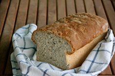 Pan de molde con semillas Bread, Food, Bonbon, Pebble Stone, Pie, Breads, Baking, Meals, Yemek
