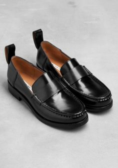 Low-heel leather loafers