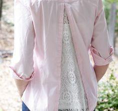 Camicette strette o passate di moda possono con un piccolo restyling essere di nuovo indossate ma con un look diverso. La mia camicetta è pronta. E la tua?