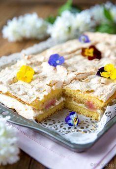 rhubarb shared by Ʈђἰʂ Iᵴɲ'ʈ ᙢᶓ on We Heart It Cake Bars, Dessert Bars, Baking Recipes, Cake Recipes, Finnish Recipes, Good Food, Yummy Food, Sweet Pie, Desert Recipes
