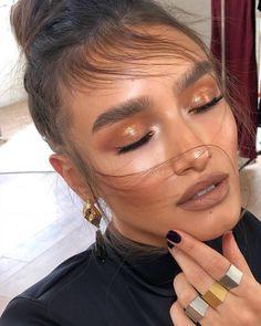 bronze makeup brown Model mashaderevianko Hair guysamuel_official Styling zohar_meiri Makeup Makeup a. Makeup Trends, Makeup Inspo, Makeup Inspiration, Makeup Hacks, Makeup Goals, Makeup Tutorials, Makeup Ideas, Glam Makeup, Makeup Glowy