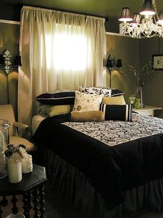 Looking for DIY Headboard Ideas? There are many affordable ways to create a distinct distinctive headboard. We share a few brilliant DIY headboard ideas, to inspire you to style your bedroom elegant or rustic, whichever you like. Home Bedroom, Master Bedroom, Bedroom Decor, Bedrooms, Fancy Bedroom, Bedroom Ideas, Bedroom Ceiling, Dream Bedroom, Cool Headboards