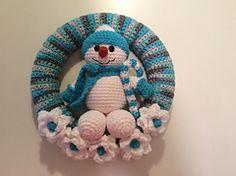 Ravelry: Snowman Winter Wreath pattern by Lisa Kingsley $5