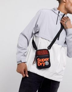 Superdry - Lineman - Borsello nero sportivo Lineman, Superdry, Fanny Pack, Asos, Sport, Fashion, Hip Bag, Moda, Deporte