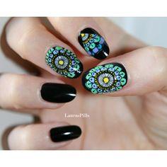 Mandala Doddle nails! Set of 20 hand painted false nails ($14) ❤ liked on Polyvore featuring beauty products, nail care, nail treatments and nails