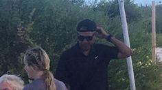 Cựu tổng thống Mỹ khiến nhiều người thích thú khi mặc quần soóc, đội mũ lưỡi trai ngược trong tuần nghỉ dưỡng thứ hai sau khi rời Nhà Trắng.           Ông Obama đội ngược chiếc mũ lưỡi trai. Ảnh: Twitter      Theo The Sun, hình ảnh đời thường của cựu tổng thống Obama và vợ Michelle đã...  http://cogiao.us/2017/02/02/ong-obama-doi-mu-luoi-trai-nguoc-khi-di-du-lich/