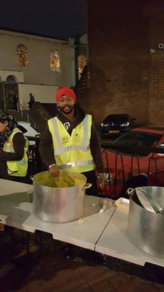 #BlessedtobeSikh This gentleman goes by the name of Singh-Sintaé Salvatore. Mr Singh recently took a huge leap towards the Sikhi faith and is now reeping the rewards. He serves Langar to the homeless and needy as a part of the Midland Langar seva Society! Singh who originates from Brooklyn, New York was on a recent visit to the UK and took it upon himself to spend time with MLSS and give a helping hand. It was an absolute pleasure witnessing this genuine humble man, who had such a kind heart