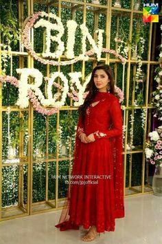 Mahira khan in red....