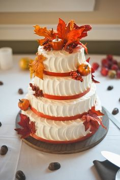 Getting ready for a fall affair? Let them eat cake! A fall wedding cake is traditionally something with several layers and orange and burgundy decor but you can go for a more original piece. A naked wedding cake is trendy like no other. Pumpkin Wedding Cakes, Autumn Wedding Cakes, Autumn Weddings, Autumn Cake, Wedding Pumpkins, Wedding Cupcakes, Thanksgiving Wedding, Thanksgiving Cakes, Beautiful Cakes