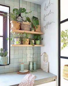 Most Inspiring Seaglass Kitchen Backsplash Ideas for A Chic Decor – Best Home Plants Glass Kitchen, Kitchen Backsplash, New Kitchen, Backsplash Ideas, Tile Ideas, Kitchen Plants, Kitchen Cabinets, Casa Loft, Cuisines Design