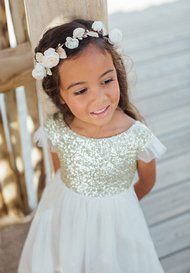 Robe à paillettes dorées Fille et Bébé pour Cérémonie Flower Girl Hairstyles, Summer Kids, Wedding Planning, Zara, Flower Girl Dresses, Couture, Bride, Wedding Dresses, Inspiration