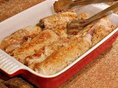 Ингредиенты:800 г свинина2 шт. огурец соленыйпо вкусу сольпо вкусу перецПроцесс приготовления:Биточное мясо свинины нарезать на тонкие пластины. Завернуть каждый в пленку и отбить. Сложить в миску, п…