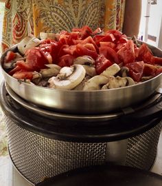 Stir- fry on the Wok. Cobb Cooker, Slow Cooker, Cobb Bbq, Good Enough To Eat, Smoking Meat, Outdoor Cooking, Wok, Grilling Recipes, Stir Fry