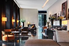 A unique contemporary hotel in Milan, the Bvlgari Hotel Milano is designed with a rich Italian luxury feel, infused with the essence of the local culture. Bulgari Hotel Milan, Bvlgari Hotel, Armani Hotel, Milan Hotel, Hotel Milano, Lobby Lounge, Decoration Design, Architectural Digest, Interior Design