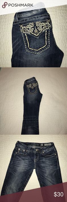 ✨OFFERS WELCOME!✨Boot cut, dark wash distressed Beautiful embellished signature rise boot cut Miss Me jeans. Hardly worn.  Inseam: 34 Miss Me Jeans Boot Cut