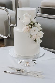 wedding cakes classic Linny and Yens stunning harbour wedding is the essence of modern Sydney elegance. The classic bride chose the sleeveless AUBREY gown by Karen Willis Holmes. Photographed by Folk and Floral Wedding Cakes, Wedding Cake Rustic, White Wedding Cakes, Elegant Wedding Cakes, Beautiful Wedding Cakes, Wedding Cake Designs, Wedding Cake Toppers, Perfect Wedding, Elegant Cakes