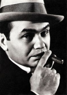 https://flic.kr/p/QvkaiD | Edward G. Robinson | German postcard by Edition Cicero, no. 150.12. Photo: Emer Fryer, 1932 / The Kobal Collection / New Eyes GmbH..
