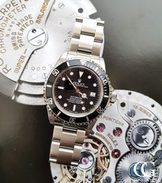 Superb investment timepiece guaranteed to go up in value. This is a pre-owned Rolex Sports Watch from 2017 with Box and Papers. Rolex warranty until 2019 Used Rolex, Sea Dweller, Thing 1, Pre Owned Rolex, Watches Online, Rolex Watches, Chains, Model, Gold