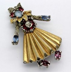 VTG Designer Style Gold Tone Rhinestone Jelly Belly Lady Dancer Brooch Pin FGB