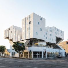 The Downtowners of Distinction: Honoring the Year's Best Projects in LA, featuring MBI member Guerdon Modular's Star Apartments.