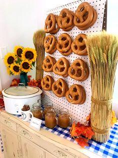 Oktoberfest Party, Oktoberfest Decorations, Fall Festival Decorations, October Birthday Parties, Fall Birthday, Kids Party Menu, Party Menu Ideas, Harvest Party, Beer Festival