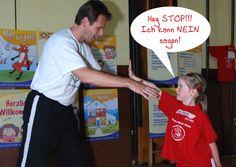 Kinder wehren sich beim Sicher-Stark-Kita-Kurs