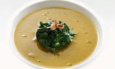 Pensada para os dias mais frios, esta sopa de feijão-frade com nabiças fica com uma textura muitíssimo aveludada e vai fazer as delícias de toda a família.