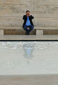 10/12/2009 Ai Weiwei intervention at Mies van der Rohe Pavilion © Anna Mas