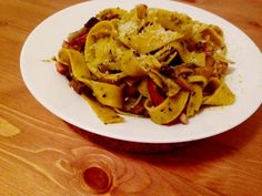 Pesto pasta with bacon Bacon Pasta, Pesto Pasta, The Dish, Thai Red Curry, Spaghetti, Easy Meals, Dishes, Cooking, Simple