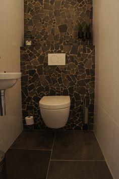 Palladiana XL Flagstones (moziek) in combinatie met een verouderde leisteen vloer en witte strakke tegels.