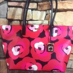 """Kate Spade large tote. New with tag Get stunning summer fashion. Make a nice OFFER for it!!! Need it GoNe SooN!!! .. Dimensions: 19'' W x 11.5""""H x 6.5"""" deep kate spade Bags Totes"""