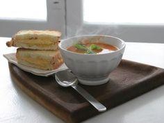 Taza de sopa y un tostado
