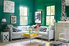 13 green living room ideas - green decor inspiration for living room Living Room Green, Green Rooms, Living Room Colors, Living Room Designs, Living Rooms, Teal Rooms, Pink Room, Elle Decor, Green Painted Walls
