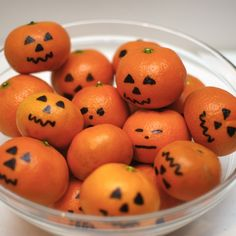 Need Halloween Party Food? These Mini Halloween Pumpkins are made with oranges or mandarins. Easy to make & a healthy snack for the kids too!