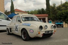 Renault Dauphine by tautaudu02, via Flickr