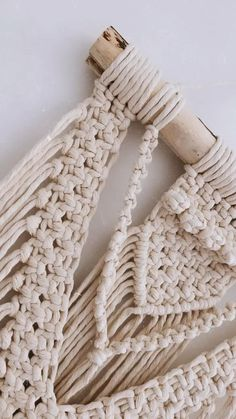 Macrame Design, Macrame Art, Macrame Projects, Macrame Knots, Macrame Plant Hanger Patterns, Macrame Wall Hanging Patterns, Macrame Patterns, Creation Deco, Macrame Tutorial
