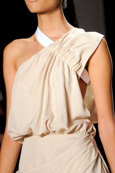 Cushnie et Ochs Spring 2014 Ready-to-Wear Detail - ELLE.com