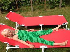 Her er Thale i en grønn stripete jumpsuit i frotté. DIY, jumpsuit, frotte, stretch, buksedress